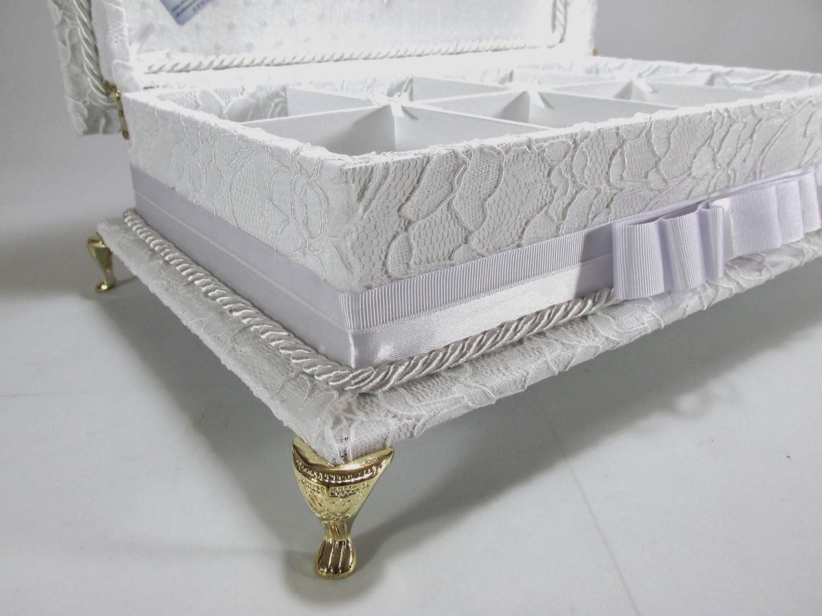 Caixa Kit Toalete em RENDA, bordada e com pés de metal Um luxo!! -> Kit Banheiro Mdf Decorado